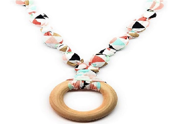Wood and Cotton Teething Necklace from iPuke